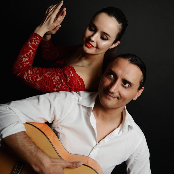 Royal Acoustic spielt akustischen Pop, Latin und Flamenco